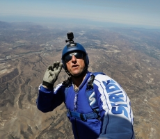Американец прыгнул с самолета без парашюта