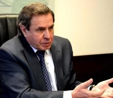 Новосибирский губернатор запретил иностранцам преподавать в школах и водить такси