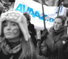 """AVAAZ"" протестует против подводной индустрии"