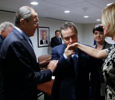 Захарова объяснила поцелуй сербского дипломата