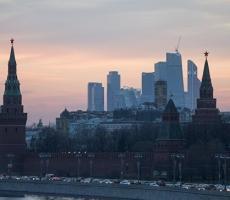 Песков ответил на призывы главы МИД Великобритании устроить протесты у посольства РФ