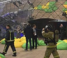 Медведева и других представителей власти эвакуировали с форума в Сколково из-за хлопков
