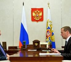 Медведев призвал тщательно рассмотреть дело Улюкаева