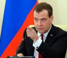 Медведев выразил готовность остановить продажу спиртосодержащей продукции
