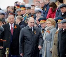 Путин поздравил россиян с днем Великой Победы