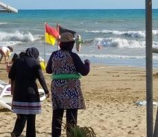 Русские  в Турции поражены видом одетых мусульманок на пляже. Фото!