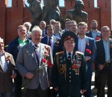Сибиряки совместно отмечают День Победы