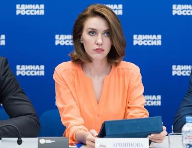 В Госдуме не согласны с инициативой Минтруда о запрете подарков учителям и врачам